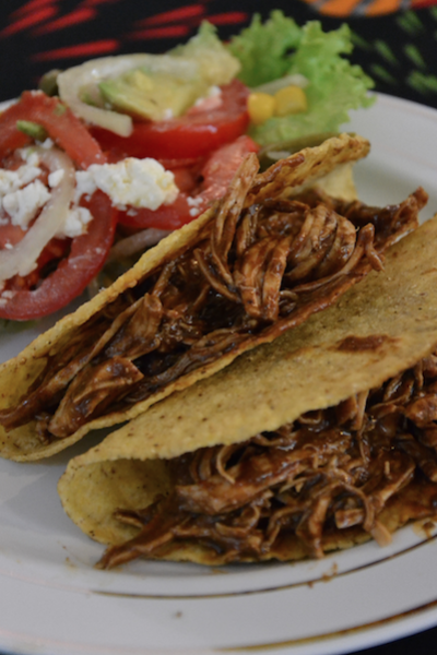 Tacos de poulet avec sauce mole